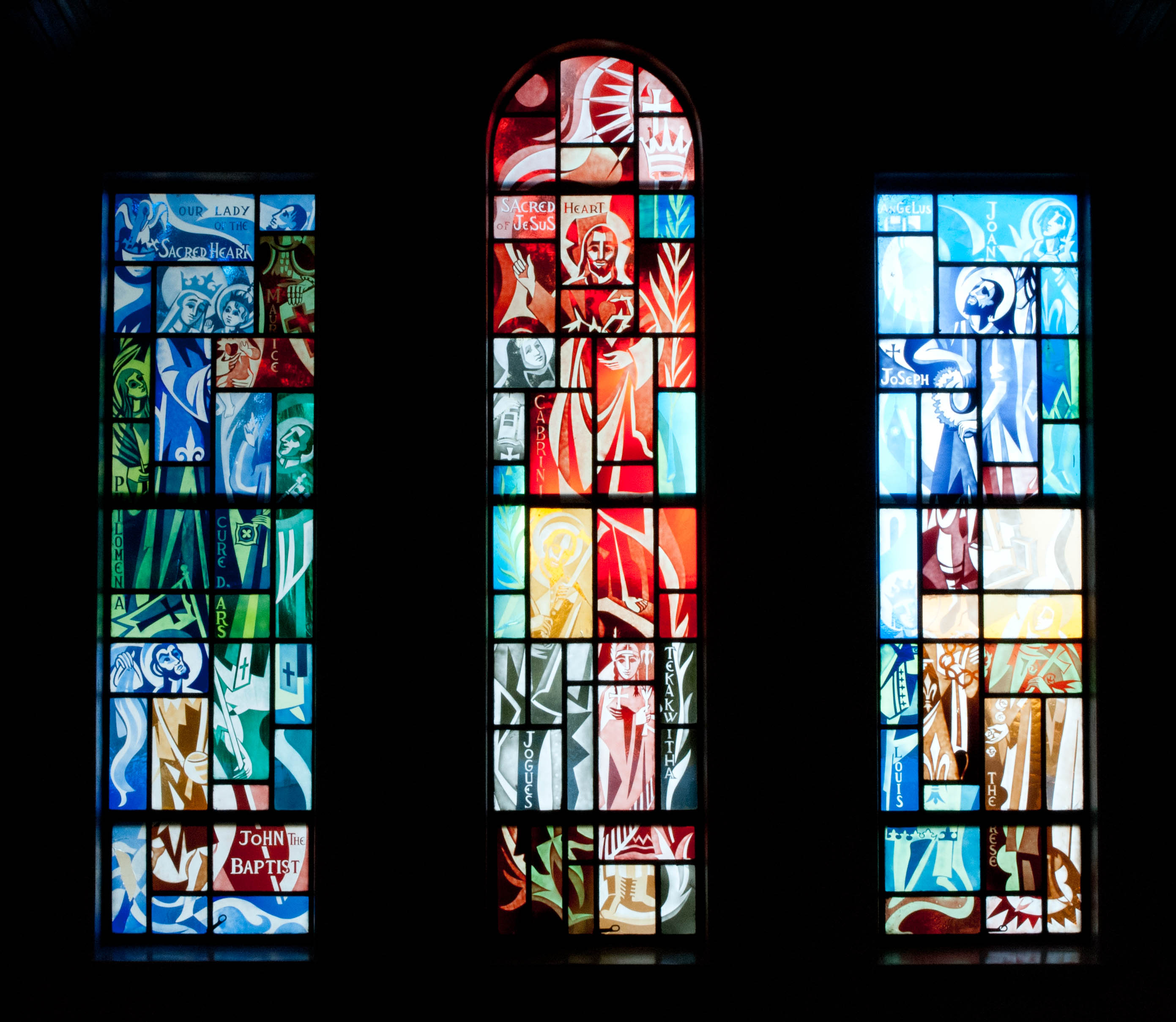 The Stained Glass Windows of Sacred Heart Chu…